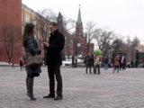 Зимнее знакомство на фоне Кремля
