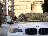 После первого свидания предложите девушке прокатиться на автомобиле в красивое место или просто по городу