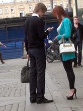 Не стоит отказываться от знакомства, даже если показалось, что девушка ждет своего мужчину