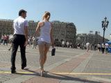 Прогулка с незнакомкой в солнечный день