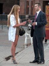 Опытные девушки умеют привлекать внимание мужчин, используя их сексуальный инстинкт. Они не боятся слишком активного внимания со стороны сильного пола, поэтому при знакомстве с такими дамами вы можете быть прямолинейны и откровенны.