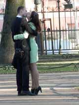 Страстный поцелуй на первой встрече