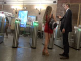 Пикап в метро: знакомство у турникетов