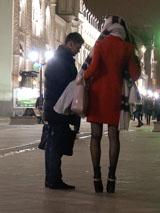 С высокими красотками нечасто знакомятся на улице. Поэтому они еще не успели обрасти защитой в виде колких ответов и презрительных взглядов. С такими девушками пикап идет легче и приятнее.