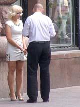 Пикап-тренер и блондинка на Крещатике